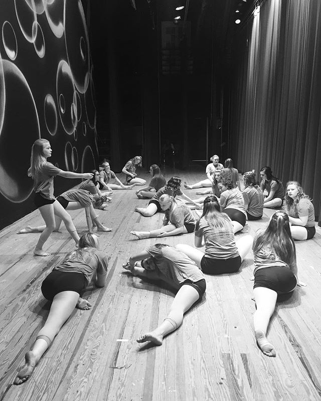Final minutes before showtime #villadanceco #recitl16 #happytogether #stretchingoutthenerves