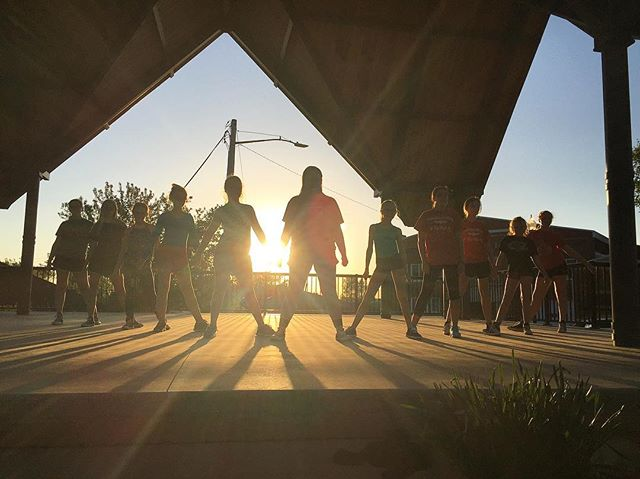 Sunshine, old school hip-hop beats and my favorite peeps ✌🏼#villadancecompany #vdc #outdoorclassroo