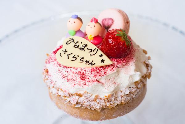 丸ごと紅ほっぺのタルトの雛ケーキ