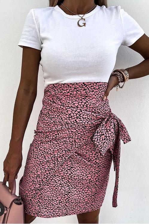Jupe portefeuille et nœud rose et noir