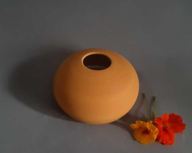 Ocher matt decorative pieces