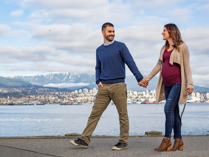 Vancouver's Seawall Maternity Session with Rochelle Elise Photography