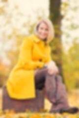 Rochelle in stunning yellow coat enjoying her favorit season.