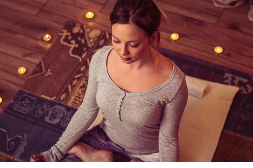 Dec 15🕯🧘♀️ Candle Lit Yoga