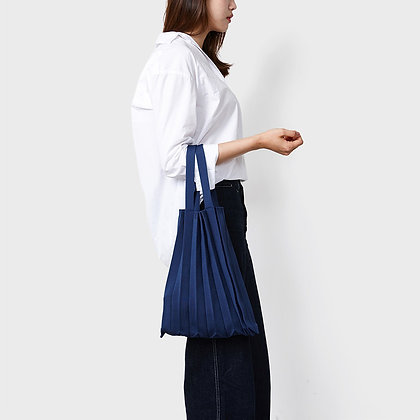 PLEATSMAMA knit pleats tote bag (navy)