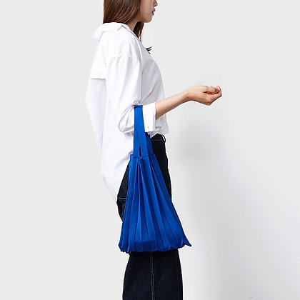 PLEATSMAMA knit pleats tote bag (blue)
