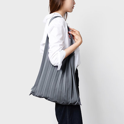 PLEATSMAMA knit pleats shoulder bag (gray)