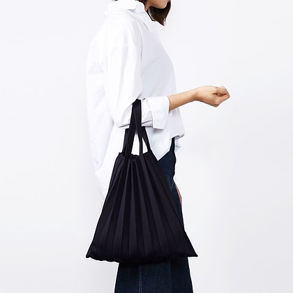 PLEATSMAMA knit pleats tote bag (black)