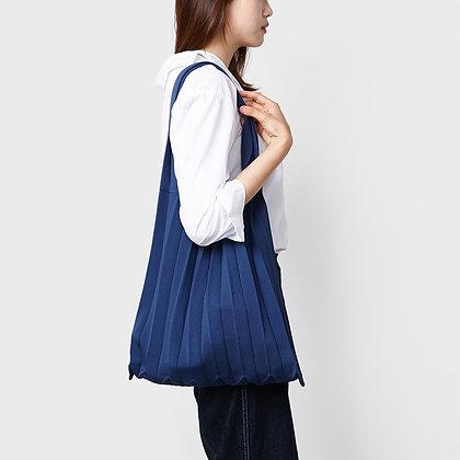 PLEATSMAMA knit pleats shoulder bag (navy)
