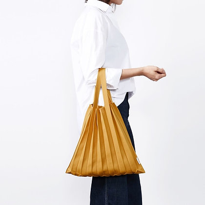PLEATSMAMA knit pleats tote bag (mustard)