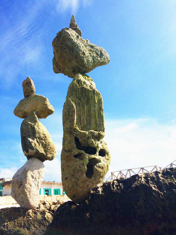 Ephemeral Rock Balancing, Cancun