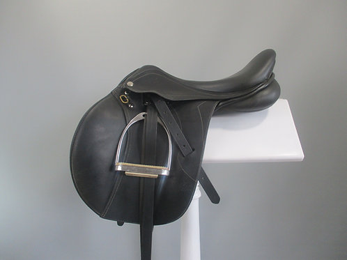 "Pessoa Gen-X Jump Saddle 16.5"""