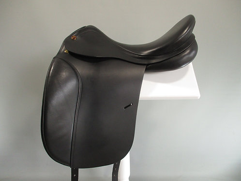 "Prestige Hippos Dressage Saddle 18"" M-MW"