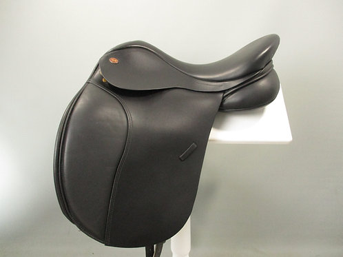 Kent and Masters Dressage Saddle 17""