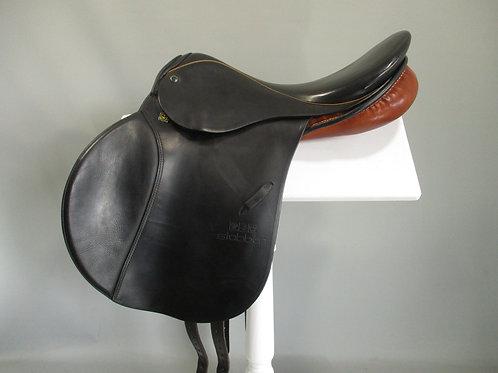 "Stubben Siegfried Jump Saddle 17.5"" MW"