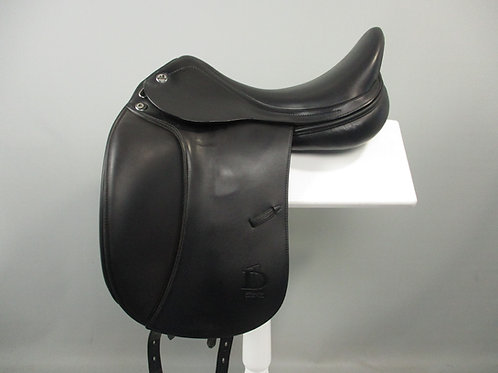 "Prestige D1 Zero Dressage Saddle 17"" MW"