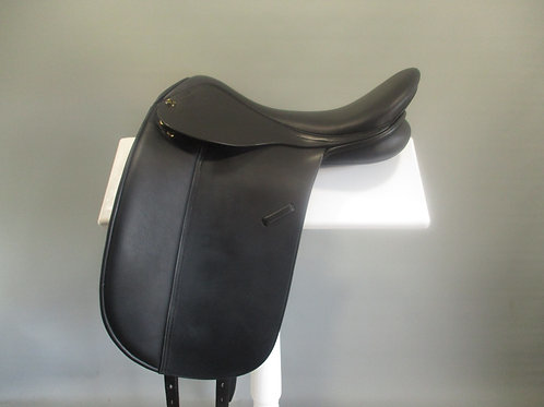 Trainers Masters Show / Dressage Saddle  17.5""