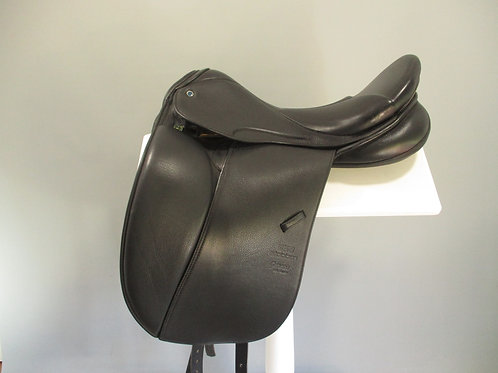 "Stubben Genesis Deluxe Dressage Saddle 17.5"" W"