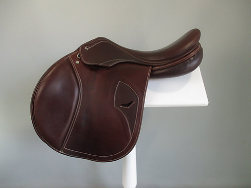 "Tech 1 Jump Saddle 17"" MW"