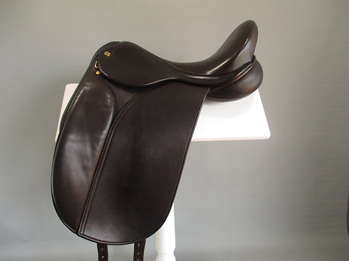 "Black Country Galloway Dressage Saddle 17"" MW"