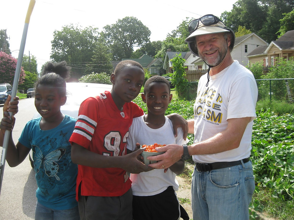 Billy Vaughan will youth workers sorting tomatoes for farmers market