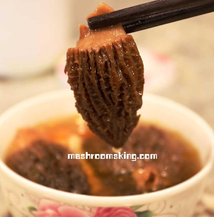 如前文泡发环节所说,即便是泡发羊肚菌的水,也非常鲜美,可以充作鲜味剂加入烹饪的菜肴汤品中。