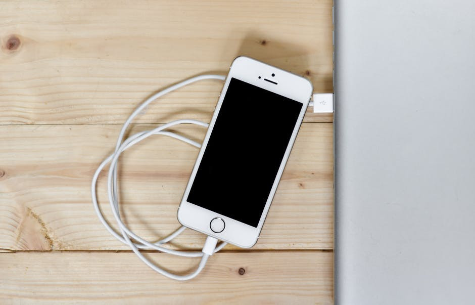 Silver Iphone 5s With Cable