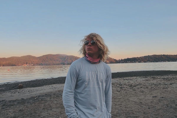 A sexy picture of the website owner. There is a beautiful sunet with the sea in the background.