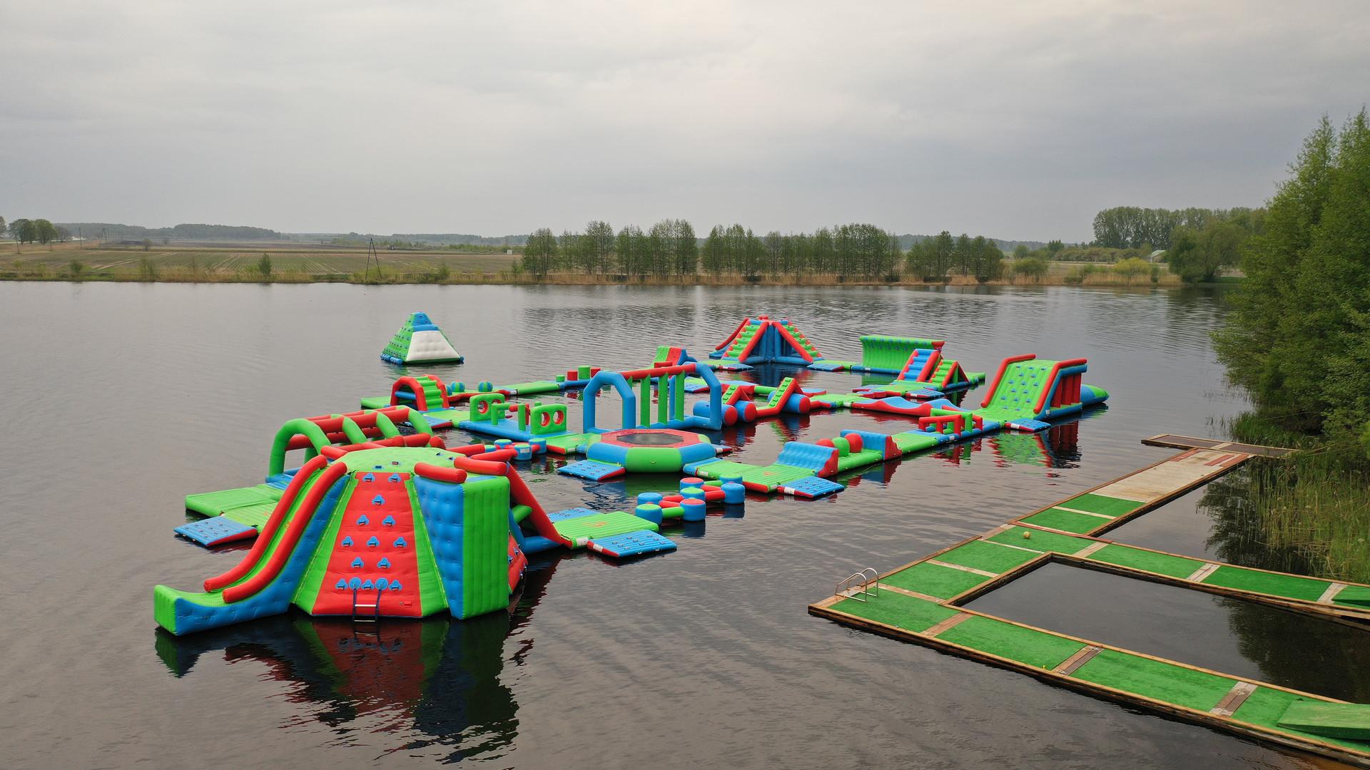 Pīepūšamais ūdens parks, atrakcijas