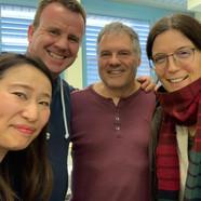 In grosser Vorfreude...(v.l.n.r) Yumemi Kamiyoshi (Kursleiterin Sushi), Phil Holmes (Projektleiter), Karl Strässle (Schulleiter Freiestrasse) und Carole Ott (Kursleiterin Sushi)