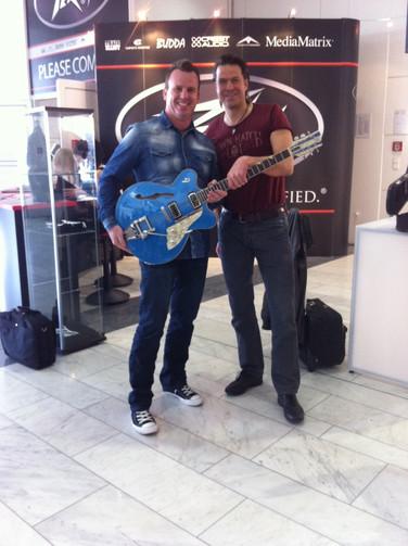 Phil mit Ingo Renner (Duesenberg Guitars)