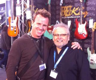 Phil mit Trevor Wilkinson (Vintage und Fret King Guitars)