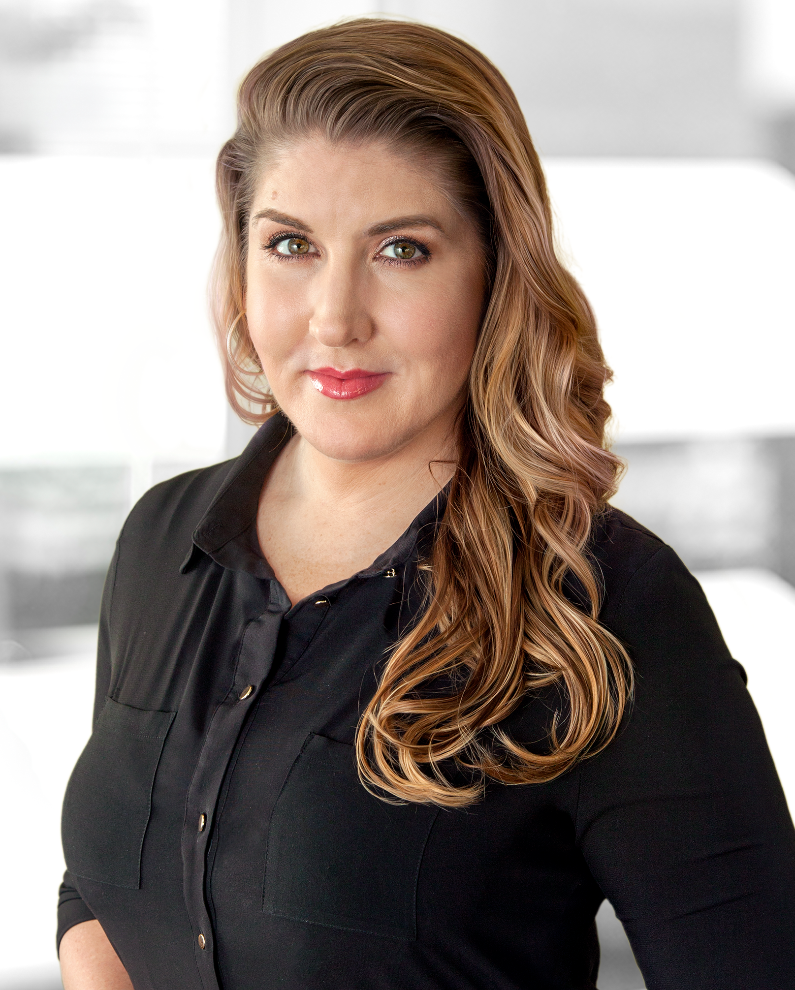 Jjana Valentiner: Makeup Artist