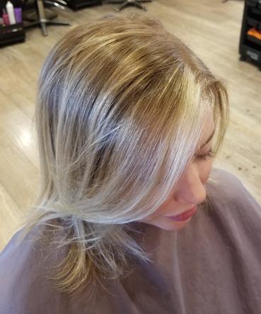 Lisa Blond shoulder highlights.png