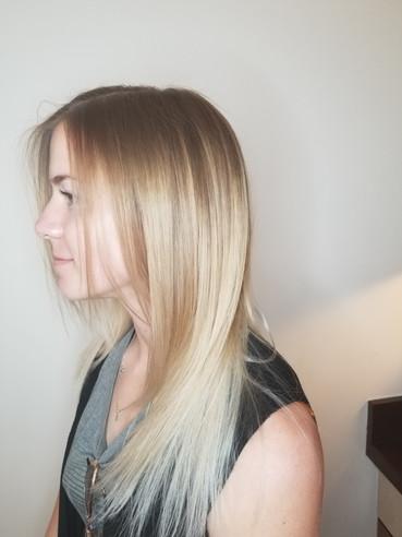 LIsa G. Long blond straight 4.jpg