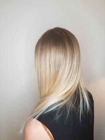 LIsa G. long blonde straignt from back.j