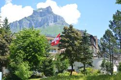 Hotelpark mit Hausberg Hahnen