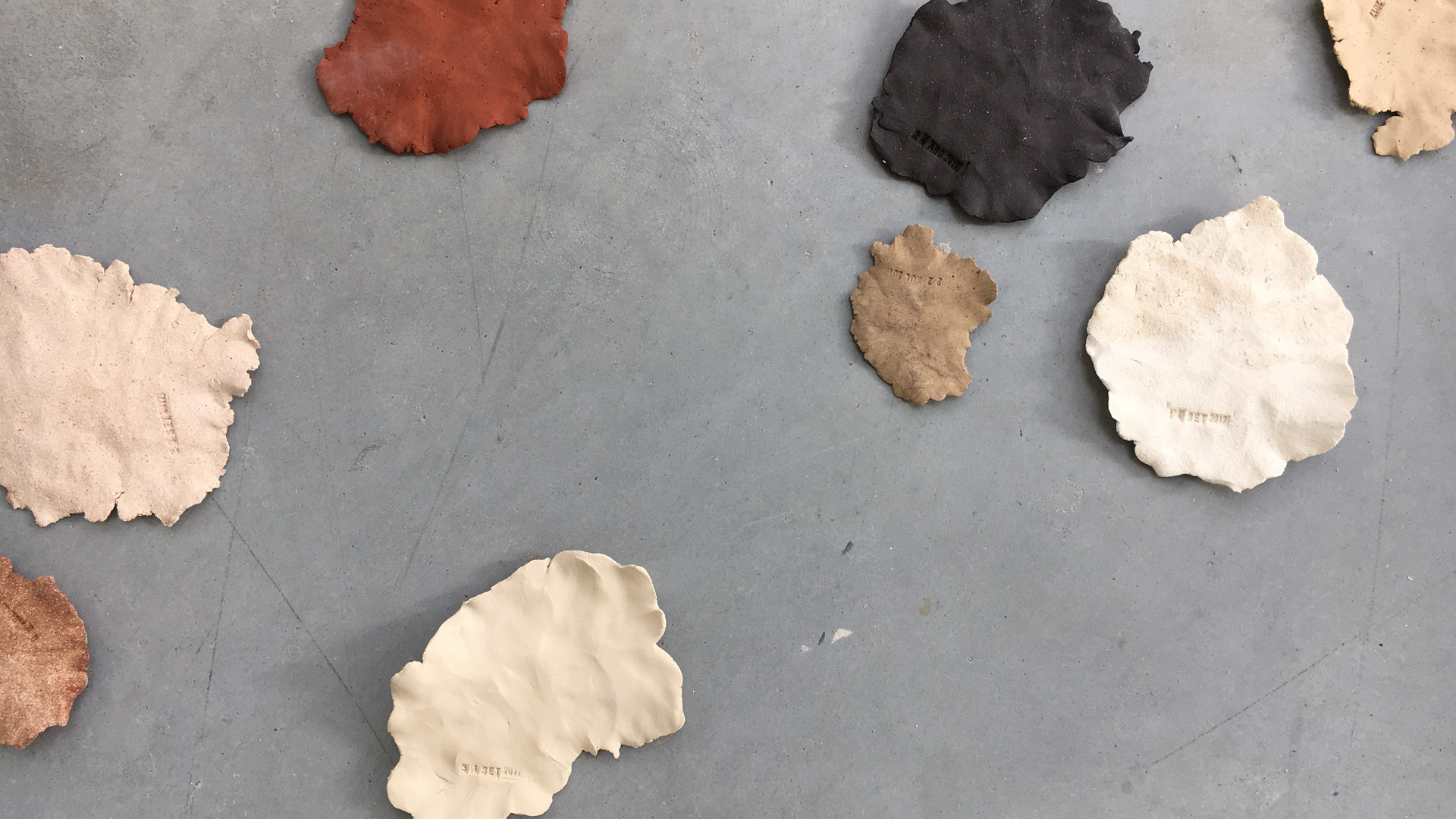 90 dias, 2017 cerâmica / ceramics 10x10cm cada / each  +  EKWC - European Ceramic Workcentre
