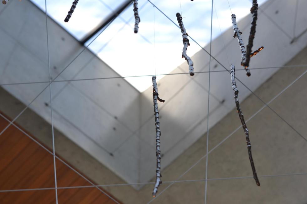 Sem título, 2017 porcelana e esmalte bronze / porcelain and bronze glaze 100 peças / 100 pieces  +   EKWC - European Ceramic Workcentre  +   Exposição Individual Solo Sagrado de Guarapiranga, São Paulo 2019