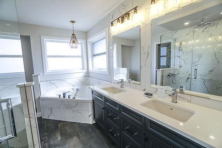 bathroom-3689922_1920.jpg