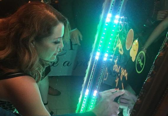 Signing the Chidas Mirror! #sanjosequinceañeras #mirrorboothbayarea #quinceanerabayarea #sanjosephotobooths #sanjosephotoboothshows
