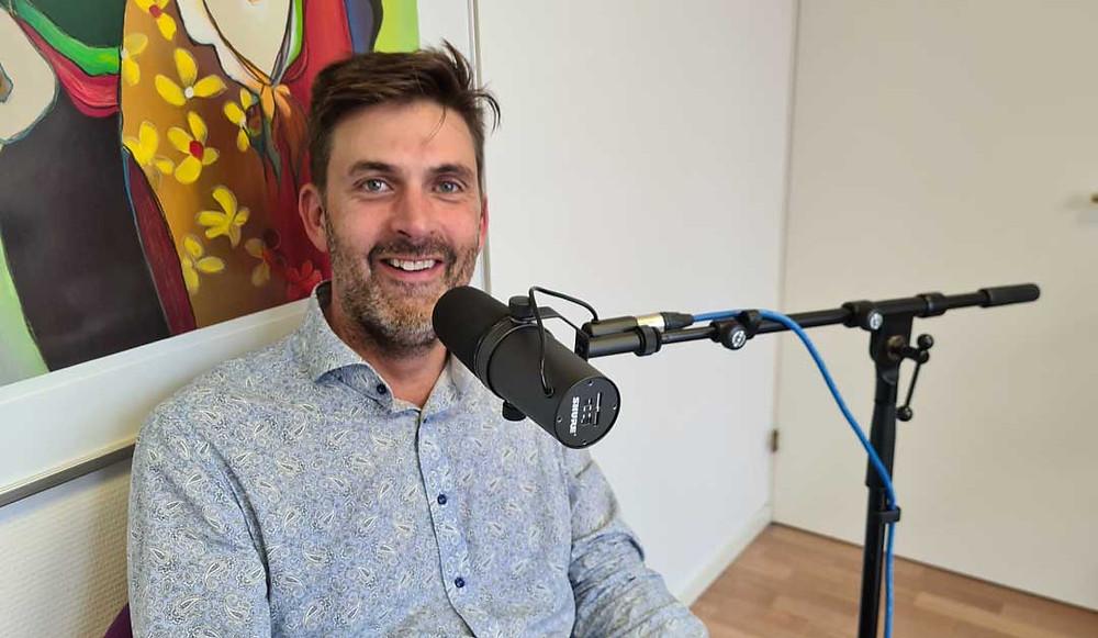 Linus Zackrisson pratar om psykisk ohälsa i podden En kaffe med reflektion.