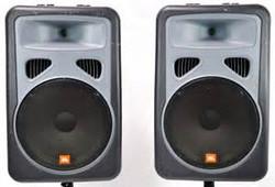 2 JBL Eon15 speaker