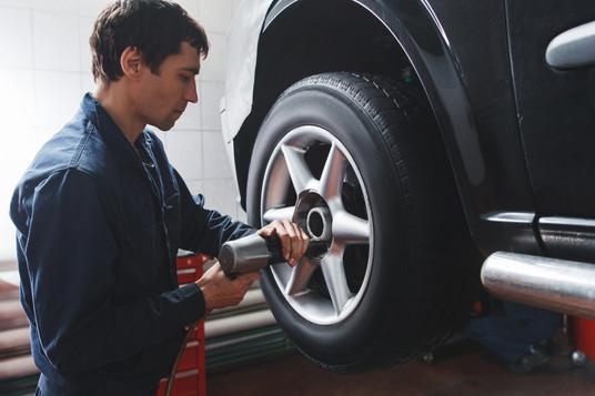 Por que devo fazer rodízio de pneus?
