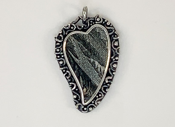 Black Wreath Heart Pendant