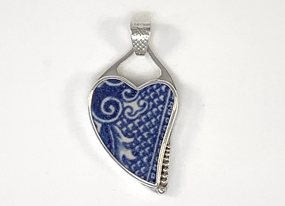 Willow Pattern Heart pendant with scrolls