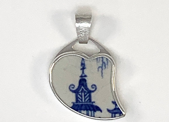 Sterling silver pendant with traditional chinese roof