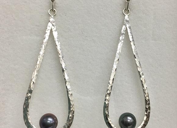Sitting Pearls Earrings