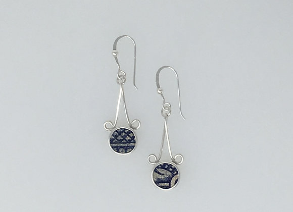Dangle earrings with curls and crackled tiles