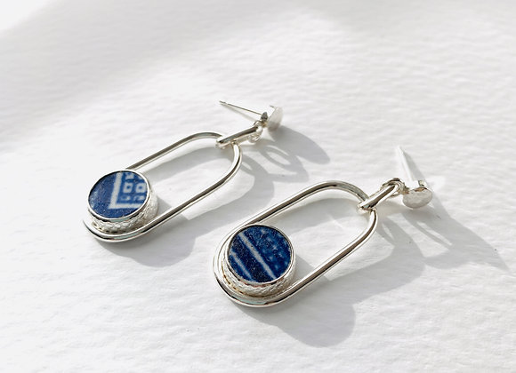 Oval swing earrings with beach tile